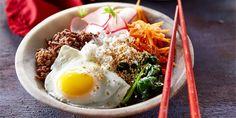 Bibimbap beef bowl - Boodschappen Poke Bowl, Rice Noodles, Tzatziki, Food And Drink, Ethnic Recipes, Fruit, Salads, The Fruit