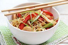 Chicken, lemon, chili and noodels Dinner Recipes, Dessert Recipes, Desserts, Pasta Salad, Love Food, Seafood, Side Dishes, Lemon, Food And Drink