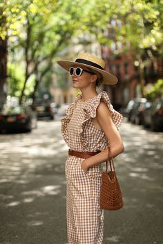 Gingham trend is not something very new but it becomes trend again and again. Here are some stylish outfit ideas for spring. Girl Fashion, Fashion Outfits, Womens Fashion, Fashion Tips, Stylish Outfits, Style Fashion, Travel Outfit Summer, Summer Outfits, Summer Travel