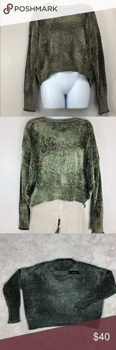ba2ff6024a702 Shop Women s Romeo   Juliet Couture Green size M Crew   Scoop Necks at a  discounted price at Poshmark.