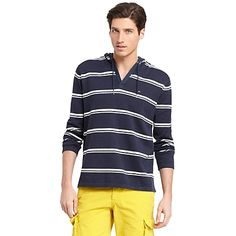 Tommy Hilfiger men's sweater. Linen construction adds an undeniably summery vibe to our hoodie. Perfect for chivalrous gestures at the beach after the sun goes down.  • Classic fit.• 55% linen, 45% cotton.• Microflag on chest.• Hand wash.• Imported.