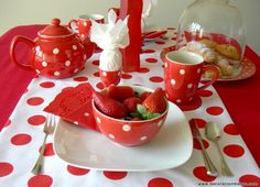 red dots/inspiring breakfast table