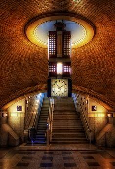 Berlin: Bahnhof Zoo, Eingangshalle  _____________________________ Bildgestalter http://www.bildgestalter.net