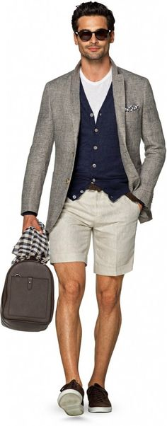 Suitsupply is a brand that is always on ours style radar, as they have a great way of adapting and re-adapting classic items. We really loved this layered look from their spring-summer 2017 collection, which featured a great navy vest and shorts, dressed up for the evening with a cool jacket and accessorized with a pocket square that broke the gray and a practical scarf. Well done!