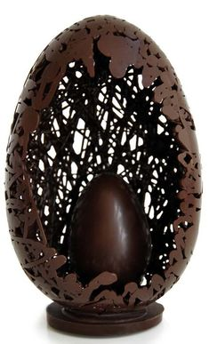 24 Chocolate Easter Eggs You May Love to Serve at Easter Brunch - Cheapo Dots Chocolate Work, Chocolate Heaven, Easter Chocolate, Chocolate Gifts, Chocolate Molds, Chocolate Lovers, Easter Cake Easy, Easter Cupcakes, Chocolates Gourmet