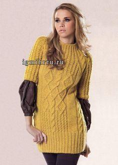 Любительницам кос и рельефных узоров. Удлиненный пуловер горчичного цвета с короткими рукавами. Вязание спицами