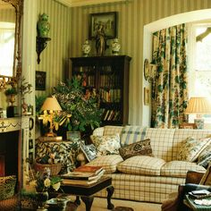 Roger Banks-Pye of Colefax & Fowler One of my all time favorite rooms!