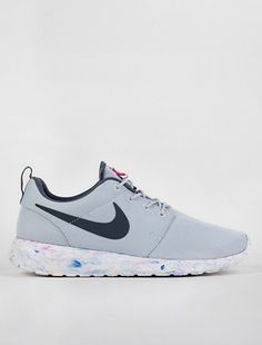 Runners. Marble platinum by Nike.