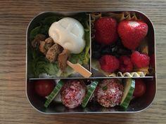 Gekleurde rijstballetjes voor in de lunchbox