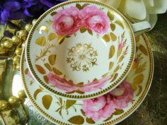 ANTIQUE-SPODE-TEA-CUP-AND-SAUCER-ETRUSCAN-HP-LARGE-ROSES-GOLD-FOILAGE-1817-25