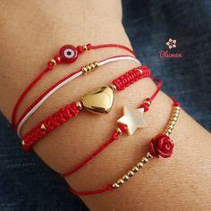 Pulseras variadas en rojo❤ El rojo simboliza poder, triunfo, fuerza y aporta protección. ☞ Escoge tu favorita, las personalizamos al… Diy Bracelets Video, Bracelet Crafts, Macrame Bracelets, Jewelry Crafts, Jewelry Bracelets, Handmade Jewelry, Beaded Jewelry Patterns, Bracelet Patterns, Braided Friendship Bracelets