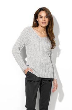 Breien. Katia. Trui. Deze prachtige trui maakt u met Katia Air Alpaca. Een lichtgewicht garen van de fijnste alpacawol. Het luchtige garen zorgt voor warmte én comfort.  Model en patroon staan beschreven in het patronenboek Katia Urban Nr. 91 (blz. 28)