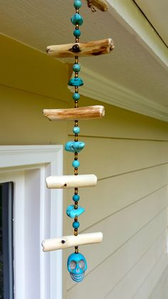 Love the driftwood and bead arrangement. The skull? But another turquoise pendant would be perfect for me. Driftwood Wreath, Driftwood Projects, Driftwood Art, Driftwood Mobile, Mobiles, Diy Wind Chimes, Beaded Skull, Beach Crafts, Nature Crafts
