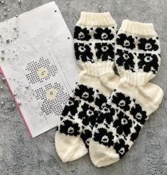 Knitting Socks, Knitted Hats, Marimekko, Christmas Stockings, Projects To Try, Winter, Pattern, Diy, Knit Socks