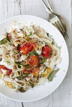 Gluten free tomato and sage pasta | Honestly Healthy Natasha Corrett Recipe   http://www.honestlyhealthyfood.com/blogs/honestly-healthy-food/41538945-roasted-tomato-sage-pasta