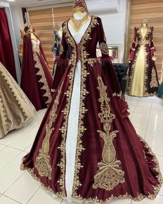 Henna Night, Simple Embroidery, Dress Designs, Royal Fashion, Fasion, Life Lessons, Designer Dresses, Outfit Ideas, Draw