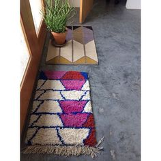 mociun - love the rear rug Rug Inspiration, Interior Inspiration, Weaving Textiles, Beautiful Living Rooms, Floor Decor, Rug Making, Rugs On Carpet, Home Accessories, Diversity