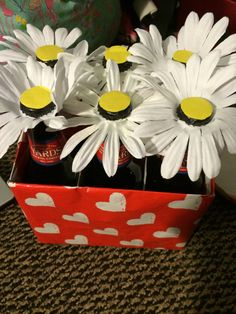 A Year of Beer - daisy beer bouquet for valentines day La mejor imagen sobre healthy snacks para tu gusto Estás bus - Diy Couture Cadeau, Xmas Gifts, Diy Gifts, Beer Bouquet, Diy Cadeau Maitresse, Diy Cadeau Noel, Gifts For My Boyfriend, Flower Quotes, Candy Gifts