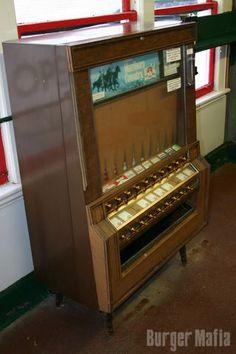 vintage cigarette machines -I remember one at dunkin donuts! Vintage Stuff, Vintage Decor, Vendor Machine, Vending Machines In Japan, Chrysler Cars, Classic Image, Model Train Layouts, Daguerreotype, Old Signs