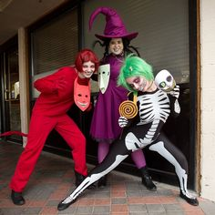 I totally would love to do this as a group costume someday! I love Nightmare Before Christmas! :)
