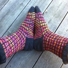Ravelry: Project Gallery for Ugly Duckling Socks pattern by Karin Aida