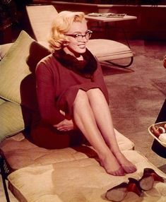 "Marilyn Monroe in ""How to Marry a Millionaire"" with Lauren Bacall, Betty Grable, David Wayne and Rory Calhoune Gentlemen Prefer Blondes, Mazzy Star, Nylons, Celebrity Shoes, Marilyn Monroe Photos, Lauren Bacall, Norma Jeane, Old Hollywood, Hollywood Glamour"