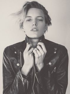 Challenging ideals of beauty, body shape, and gender binaries - Erika Linder Androgynous Women, Androgynous Fashion, Tomboy Fashion, Generation Z, Erika Linder, Below Her Mouth, Estilo Tomboy, Gender Binary, Ideal Beauty
