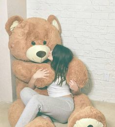 Every girl Loves huge Teddy Bear😍 Huge Teddy Bears, Giant Teddy Bear, Teddy Photos, Teddy Bear Pictures, Girl Photo Poses, Girl Photography Poses, Teddy Girl, Teddy Bear Gifts, Bear Girl