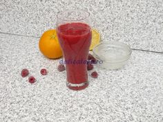 Smoothie de portocale cu fructe de pădure Alcoholic Drinks, Wine, Glass, Food, Liquor Drinks, Drinkware, Essen, Alcoholic Beverages, Yemek