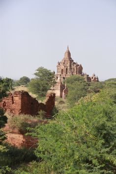 You start your day by a little visit of one temple. Then you continue your way by exploring some more temples. Not enough? No worries, Bagan has 2834 more just waiting for you.