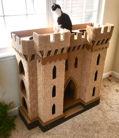 Cat Tree House, Cat House Diy, Cat House Plans, Cardboard Cat House, Cardboard Castle, Diy Cat Tower, Cat Castle, Ugly Cat, Cat Towers