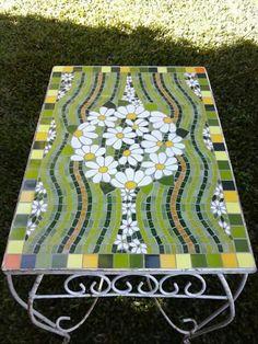 Mosaic Garden Art, Mosaic Diy, Mosaic Crafts, Mosaic Projects, Mosaic Wall, Mosaic Glass, Mosaic Tiles, Stained Glass, Glass Art