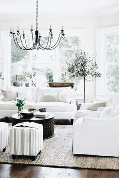 Farmhouse Living Room Decor Ideas - Farmhouse design has certain qualities, but it's not one size fits all. Check out these varied instances of farmhouse design living spaces. Farmhouse Decor Living Room, Farm House Living Room, Home, French Country Decorating Living Room, Living Spaces, Room Inspiration, House Interior, Coastal Living Rooms, Living Decor