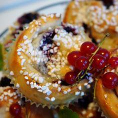 Blåbärspajbullar - Victorias provkök Doughnut, Acai Bowl, Victoria, Breakfast, Desserts, Food, Acai Berry Bowl, Morning Coffee, Tailgate Desserts