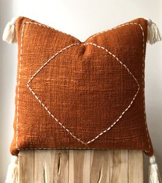 Burnt orange cushion with tassels Organic natural raw cotton cushion/pillow cover in burnt orange/rust colour. Hand-dyed with detailed stitching and tasse. Orange Cushions, Boho Cushions, Diy Pillows, Orange Throw Pillows, Colourful Cushions, Diy Cushion, Cushion Pillow, Pillow Mat, Cushion Covers