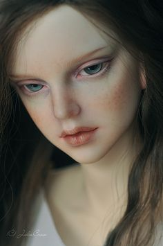 Llt Edria... with brown eyes this bjd could be Suzanne Mayfair...
