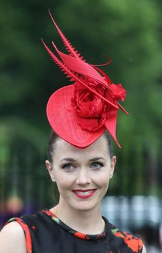 Victoria Pendleton, Ladies Day at Royal Ascot is traditionally seen as the… Millinery Hats, Fascinator Hats, Fascinators, Fancy Hats, Cute Hats, Victoria Pendleton, Derby Attire, Races Fashion, Women's Fashion