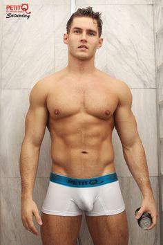 Anatoly-Goncharov-Peti-Q-Underwear-Burbujas-De-Deseo-04