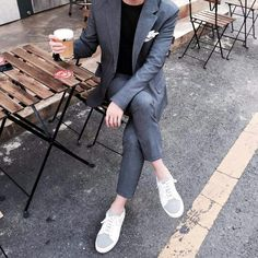 Suit Fashion, Look Fashion, Fashion Outfits, Basic Outfits, Modern Outfits, This Is Fine Meme, Suits Korean, Mens Fashion Sweaters, Korean Fashion Men