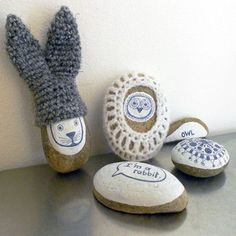 Cute crocheted stone project by Anisbee.
