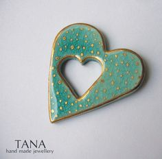 Ceramic brooch, double turquoise heart and gold rain. Broche céramique, double coeur turquoise et pluie d'or.. // claradeparis.com ♥