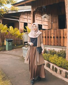 The only thing that will make you happy is being happy with who you are Modest Fashion Hijab, Modern Hijab Fashion, Street Hijab Fashion, Hijab Style, Casual Hijab Outfit, Hijab Fashion Inspiration, Hijab Chic, Fashion Outfits, Moslem Fashion