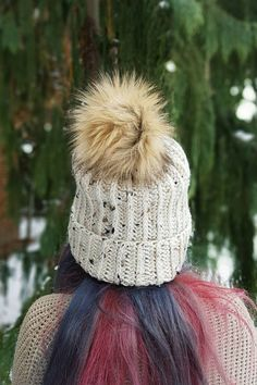 A cozy beanie with a large faux pom pom that can be worn with a folded over brim or without for a more slouchy look. This marled oatmeal hat is made with soft acrylic to keep you cozy on cooler days!   Hat is made to fit the average female head size. Hand wash cold water. Lay flat to air dry.  *All sales are final.     Be Warm .xo.