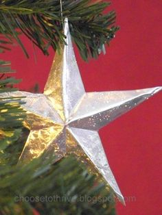 DIY: Tin Craft Stars - tutorial explains how to make a star from a disposable cake pan. Cheap Christmas Ornaments, Merry Christmas, Winter Christmas, All Things Christmas, Christmas Holidays, Christmas Decorations, Christmas Stars, Homemade Ornaments, Christmas Projects
