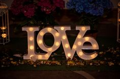 Wonderful wedding reception decor idea with LCD letters that spell love