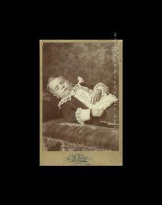 Thanatosnet Member Special / Post Mortem Photo of von diabolus, Ghost Pictures, Poses For Pictures, Kid Photos, Famous Outlaws, Post Mortem Pictures, Victorian Photography, Post Mortem Photography, Momento Mori, Antique Pictures