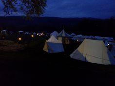 Wer da nicht romantisch wird... das Lager an der nächtlichen Ronneburg.