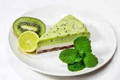 Lime and Kiwi Cashew Cheesecake - The Nutrition Detective Solution Paleo Dessert, Raw Desserts, No Bake Desserts, Raw Vegan Cheesecake, Kiwi Recipes, Roh Vegan, Food Sketch, Greens Recipe, Food Porn
