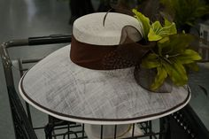 Want to design your own Derby hat but have no idea how? Here's an easy guideline and advice from the experts at Dee's. diy How to Make Your Own Derby Hat: An Easy Guide Sinamay Hats, Millinery Hats, Fascinator Hats, Fascinators, Kentucky Derby Outfit, Derby Outfits, Derby Attire, Brown Derby, Derby Day