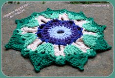 Napperon Roseta Flor em Trapilho (Rag Crochet).    Gráfico (Pattern): http://helenacc.blogspot.com.br/2013/02/napperon-roseta-flor-em-trapilho.html